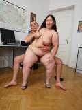 He comes into the office and the BBW puts the moves on him to get her pussy pumped