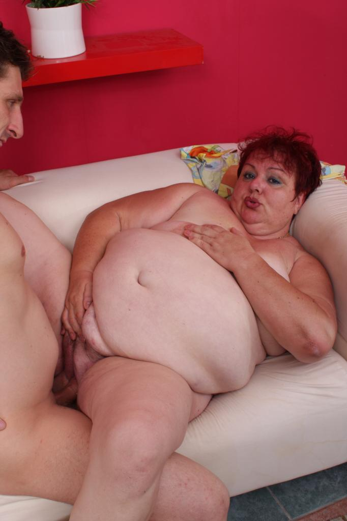 Pussy filled with multiple creampie