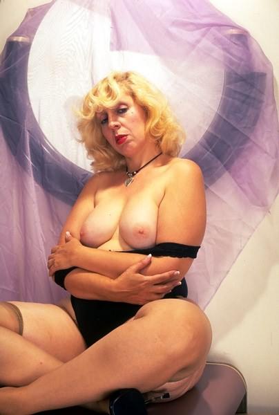 After climaxing big boob marilyn monroe lookalike look