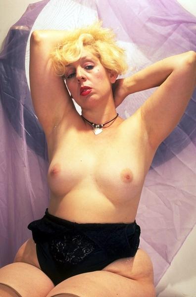 Big boob marilyn monroe lookalike and resistance
