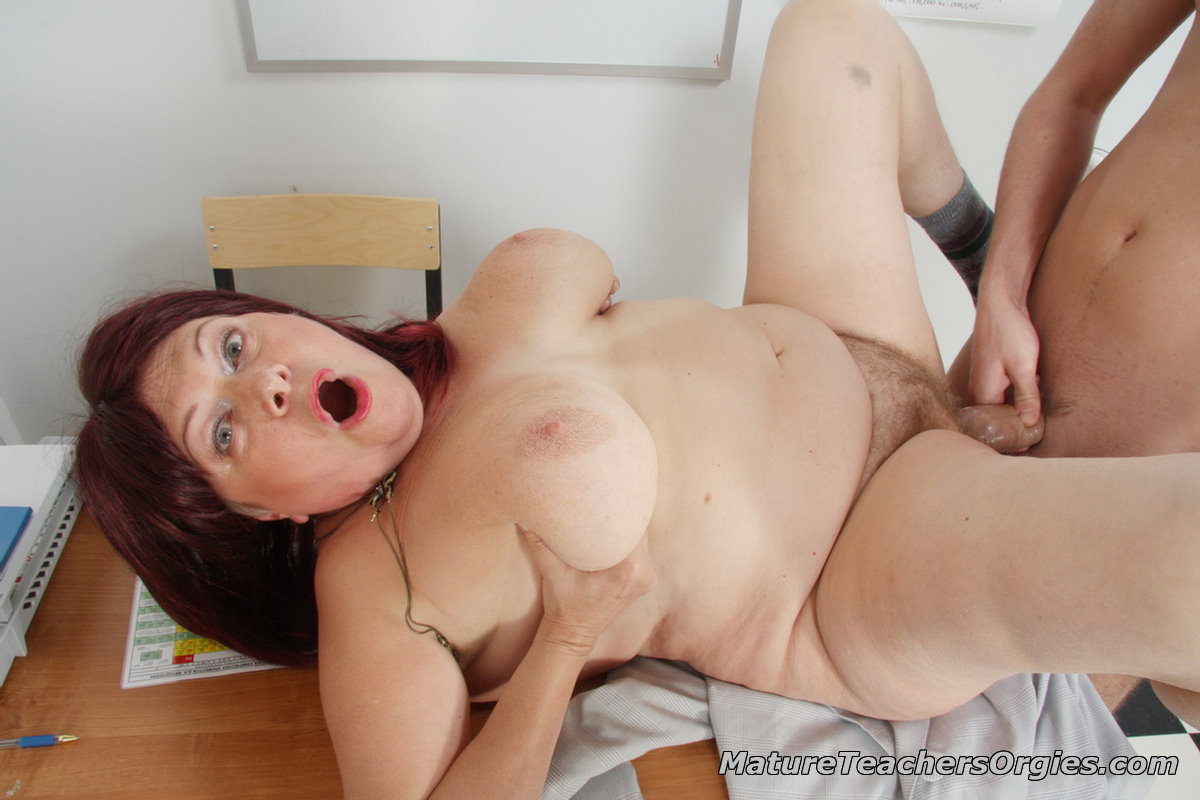 Milf in kitchen movie