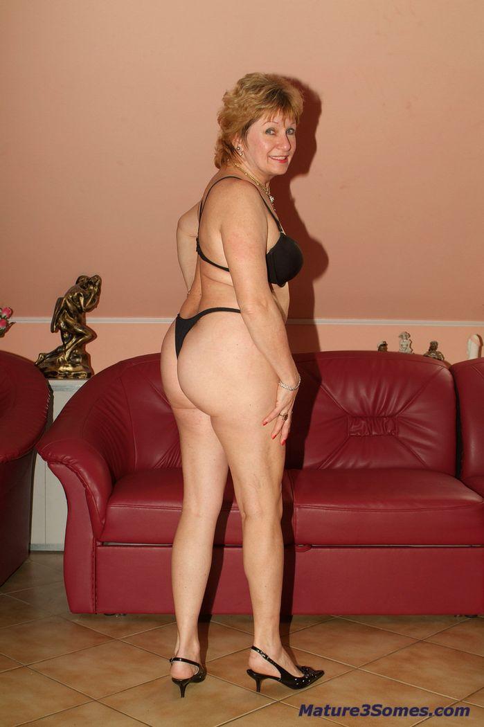 lesbian Classy nude mom