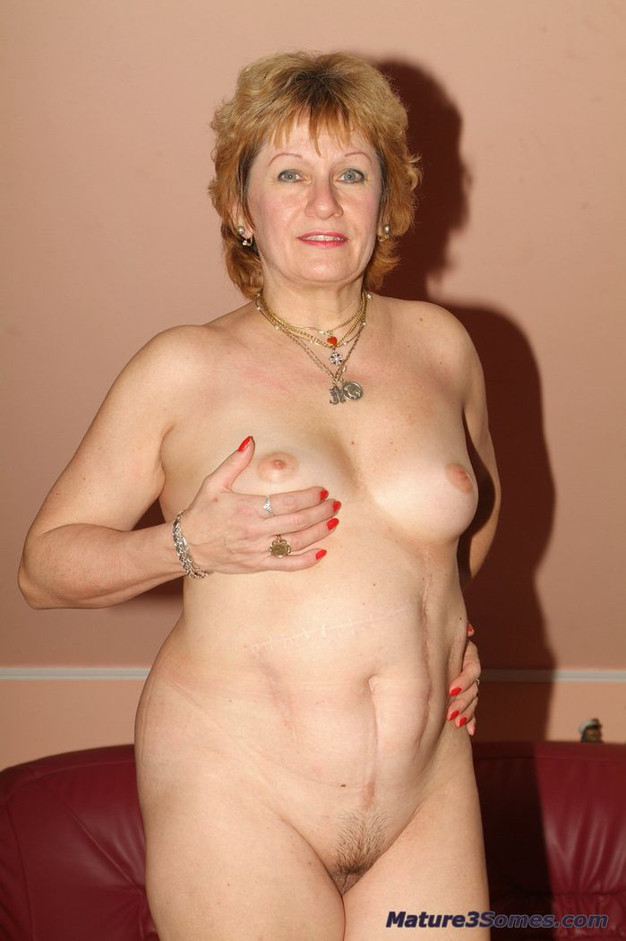 mature flashing pussy spread