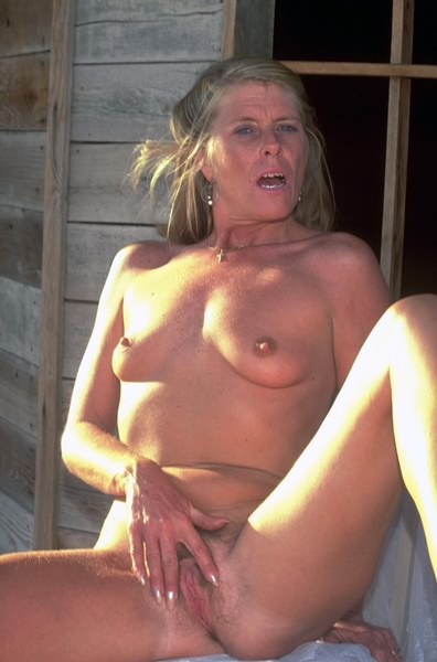 Late, Milf nude in country